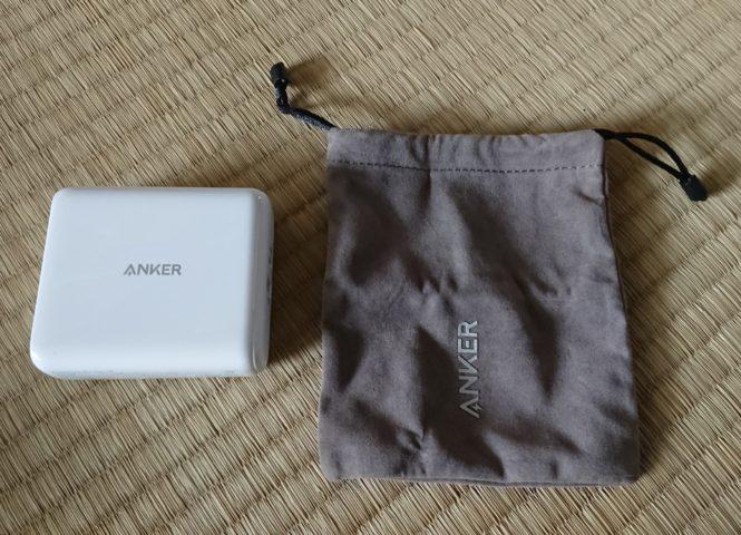 Anker PowerCore III Fusion 5000本体と収納袋の写真